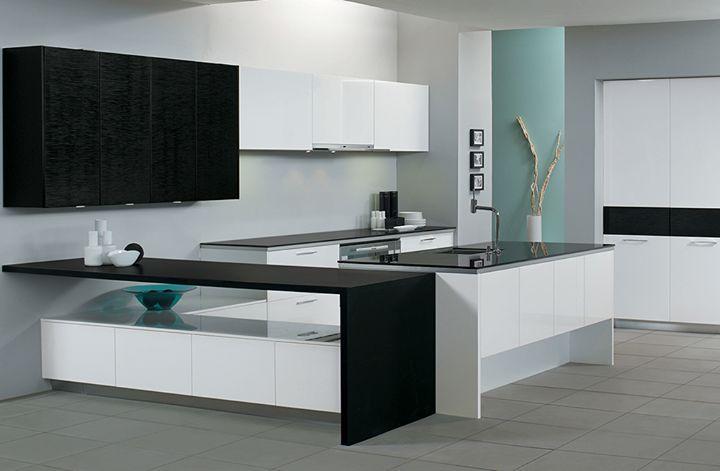 Μια πραγματικά πανέμορφη κουζίνα! Με το εντυπωσιακό της design και τη χρήση διαφορετικών επιφανειών και υλικών όπως γυαλιστερή λάκα στις προσόψεις και δρυ σε μαύρη απόχρωση η ELITE θα γίνει το διαμάντι του σπιτιού σας!  Κλείστε ραντεβού και ελάτε να τη δείτε σε ένα από τα τρία ELITON showrooms: 210 5578067-70  #Eliton