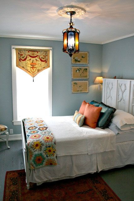 Quilt: Beds Rooms, Lights Fixtures, Guest Bedrooms, Blue Wall, Wall Color, Blue Bedrooms, Window Treatments, Guest Rooms, Carriage House