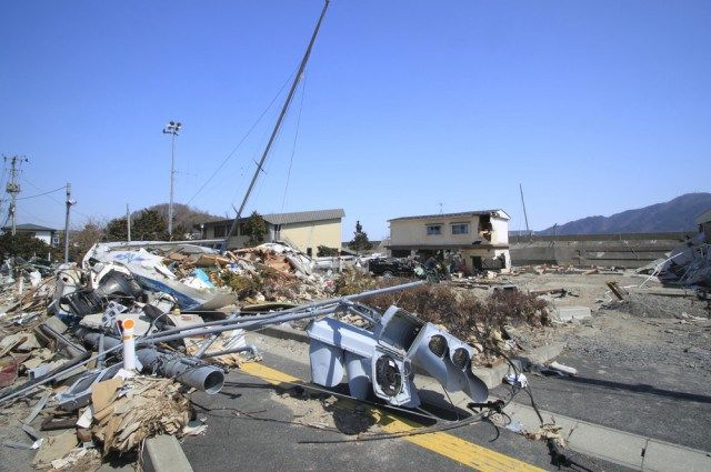 Earthquake Effects Spread Far And Wide - http://www.creepyglobe.com/creepy/earthquake-effects-spread-far-and-wide/