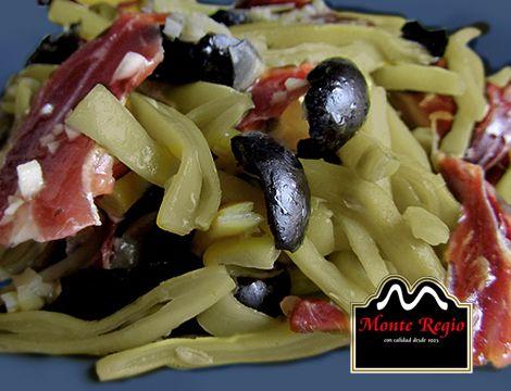 Ensalada de judías con jamón ibérico #MonteRegio y aceitunas negras ¡ñam,ñam!