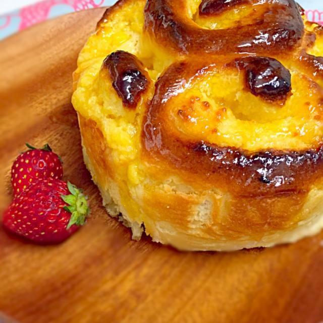 たまにはお菓子のようなパンをと思い作ってみました^ ^ カスタードにチョコいれてもよかったかなぁ〜 - 105件のもぐもぐ - カスタードクーヘン by youkuma528
