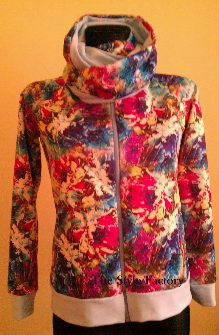 Sweatshirt into coloured flowers with the addition blue and double chimney  // thestylefactory.pl //