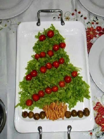 Árvore de Natal com brocolis e tomatinhos