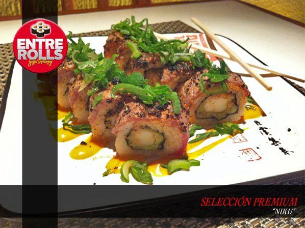 Nombre: Niku Componentes: Camaron apanado, palta, evuelto en carne con salsa spice (picante) y salsa niku. Precio: $4.900
