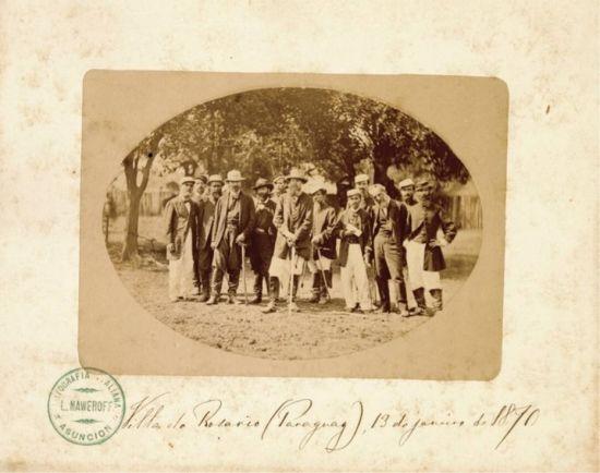 Conde d'Eu e grupo no campo de operações em Villa do Rosário, Paraguai, em 13 de janeiro 1870. Unesco entregou oficialmente o certificado reconhecendo a foto. fonte OESP-01/03/2016