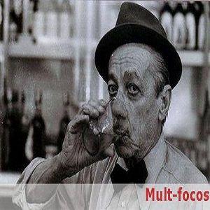 Este comercial da cerveja Antárctica, data de 1974. Rodado nas ruas da Estância Hidromineral de Monte Alegre do Sul, São Paulo, traz o saudoso Adoniram Barbosa acompanhado com a centenária banda Santa Cecília.