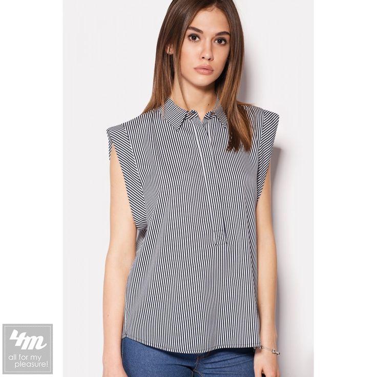 Рубашка Cardo «BOSH» (темно-синяя в белую полоску)  Состав: полиэстер 100% (креп-шифон)  Креп-шифоновая рубашка с коротким рукавом BOSH в темно-синем в белую полоску варианте. Рубашка с пуговицами, спрятанными под полу-планкой спереди, имеет диагональное расположение ткани на рукавчиках и горизонтальное на кокетке по спинке. Основная часть рубашки имеет вертикальную полоску.  Перейти в магазин: http://lnk.al/2lOv