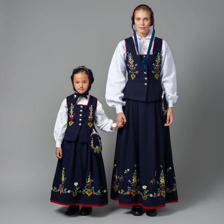Kvinnebunad og barnebunad fra Lofoten