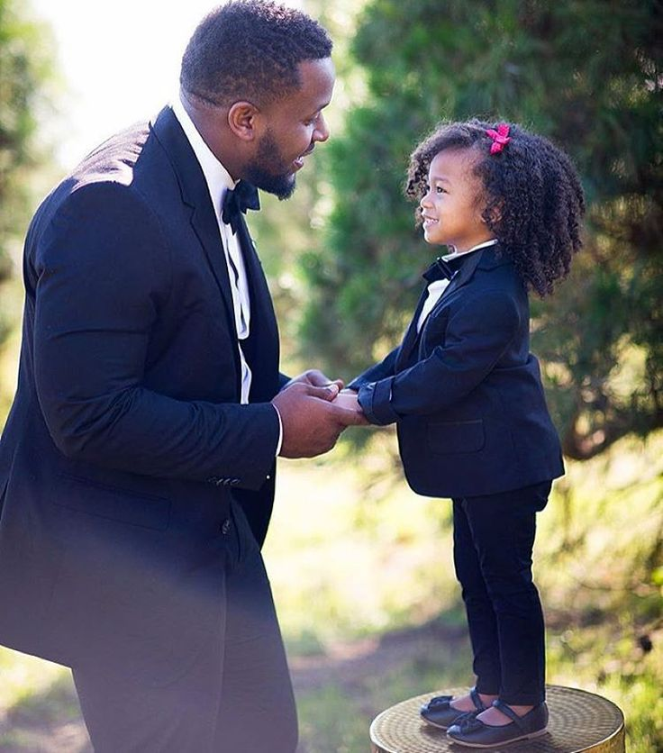 ilovemy4c-hair: officialblackwallstreet: Black Fatherhood. Houston-based photographer @Drephoto3 daughter. // @Keandrabeckphotography My heart.