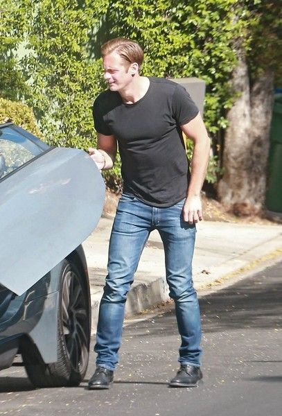 Alexander Skarsgard Photos - Alexander Skarsgard was seen house hunting in Los Angeles, California on April 25th, 2016. Alexander will be starring in the role of Tarzan in the upcoming movie 'The Legend Of Tarzan'. - Alexander Skarsgard House Hunting in LA