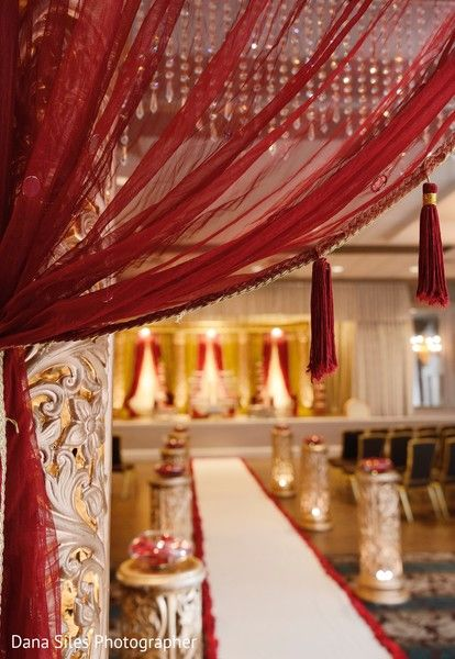 Wedding ceremony aisle. http://www.maharaniweddings.com/gallery/photo/103971 @alankarevents