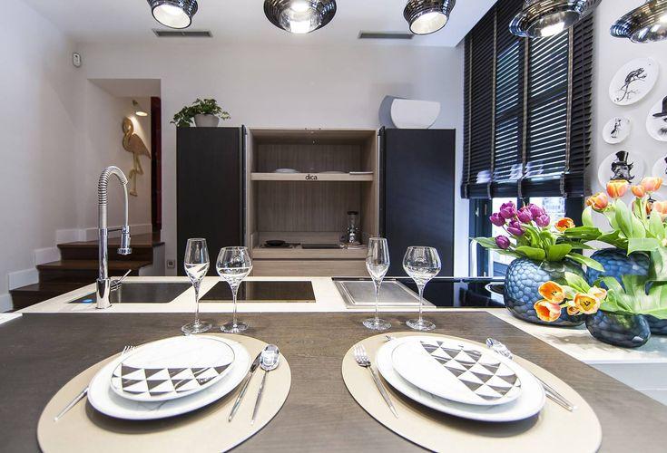 Vajillas de la firma #VistaAlegre electrodomésticos de #AEG y muebles de #Dica eran algunos elementos que podían verse en la cocina. #details #kitchen #interiordesign #decor #homedecor #interiorismo #decoracion #deco #design