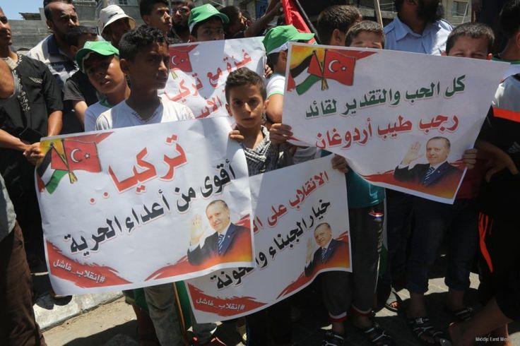 "Warga Gaza melakukan pawai rayakan kekalahan upaya kudeta Turki  GAZA (Arrahmah.com) - Ratusan orang turun ke jalan-jalan di Jalur Gaza pada Sabtu (16/7/2016) untuk merayakan kegagalan upaya kudeta oleh faksi pemberontak dalam tubuh militer Turki.  ""Dengan dukungan dari rakyatnya Turki telah muncul sebagai pemenang"" seorang warga Gaza Muhammad Ashour (50) mengatakan kepada Anadolu Agency.  Ayah dari tujuh orang itu kemudian bercerita bagaimana ia memantau saluran televisi sepanjang malam…"