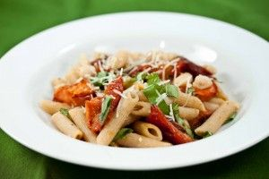 Penne with roasted tomatoes, garlic and white beans. Simple and ...