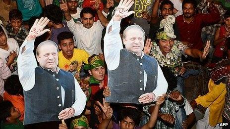 Pakistan election: Sharif edges closer to majority