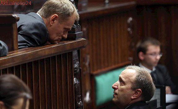 Niedyskrecje parlamentarne #20 – Tusk buntuje posłów przeciwko Schetynie, miesiąc miodowy Łapińskiego i nowy lider KOD