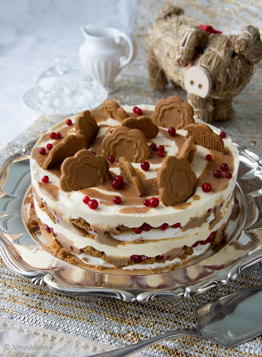 *~Christmas~* Dream jäädykekakku combines meringue, caramel, cranberries, and brings a wonderful spice, cinnamon. . .