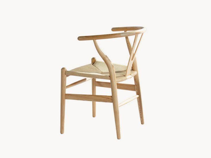 Fabricada con madera de haya, esta silla se destaca por su comodidad. Su respaldo curvo y su amplio asiento permiten que la silla se adapte de buena manera al cuerpo.