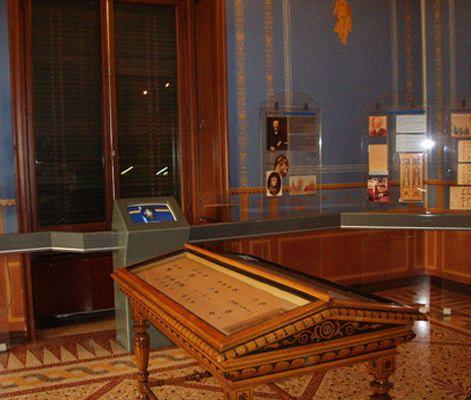 Ιλίου Μέλαθρον-Μέγαρο Σλήμαν.   - Νυν Νομισματικό Μουσείο http://www.nma.gr/ilioumelathron.htm Οδός Πανεπιστημίου 12 Αρχιτέκτων: Ernst Ziller [γεν. 1837 – † 1923] - Μελέτη: 1878 - Οικοδόμηση: 1878 - 1880 - Αποπεράτωση 1880 - Εγκαίνια: 30 Ιανουαρίου 1881 Επίβλεψη: μηχανικός Βασίλειος Δροσινός Οροφογραφίες & τοιχογραφίες: Jurij Subic [γεν. 13.04.1855 – † 8.09.1890]