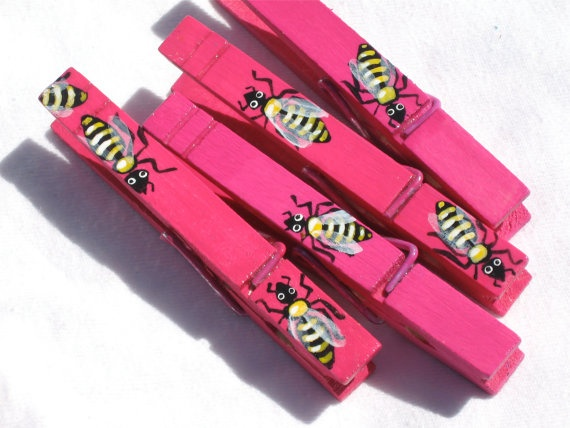 FUSHIA HONEY BEES hand painted magnetic by SugarAndPaint on Etsy, $10.00Bees Hands, Hands Painting, Bzzi Bees, Fushia Honey, Gift Wraps, Painting Magnets, Honey Bees
