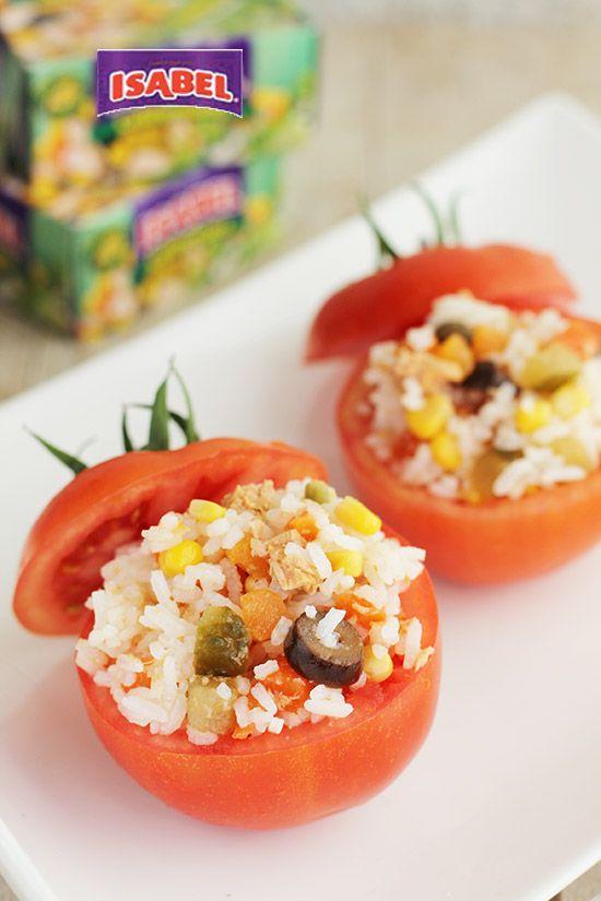 Tomates Rellenos de Arroz y Completa Ensalada California