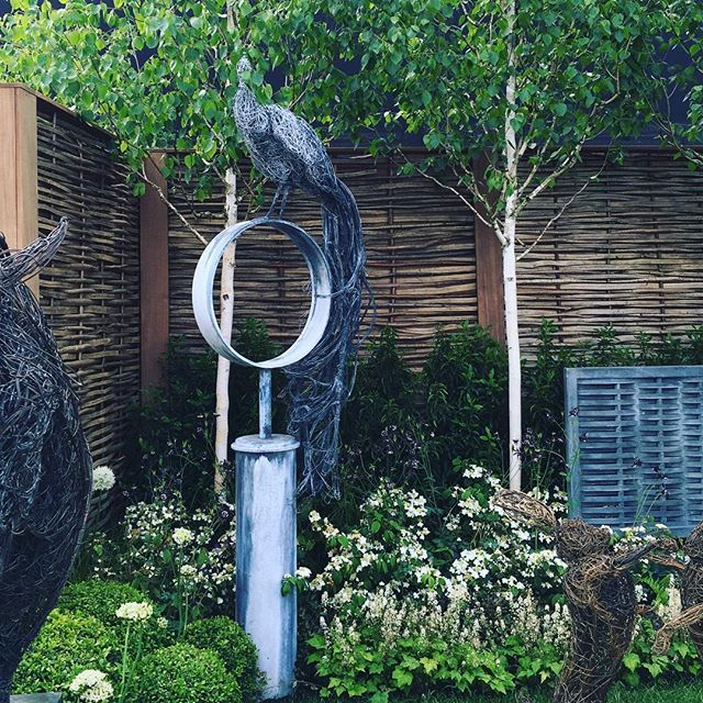 Subtle water features and features: Positioning a feature within a planting border can soften its impact but add surprise, a play on textures, save space, create wonderful lighting effects, adds to the impact of a planting scheme and can be an interesting focal point. #gardendesign #gardendesignsussex #gardendesignwestsussex #gardendesignlondon