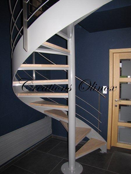 Envie d'un escalier unique et surtout à votre image ?  Vous pourrez choisir le type d'escalier qui vous plait et qui sera en parfaite adéquation avec votre intérieur.  Escalier droit,  Escalier en colimaçon,  Escalier balancé,  Escalier quart tournant, demi tournant, 2/4 tournant etc...    Et selon le matériau choisi (escalier en inox, métal, bois, verre, acier ou pierre), vous pourrez associer différents types de matériaux pour moderniser votre escalier intérieur.  Découvrez nos créations…
