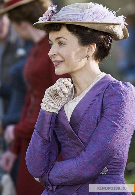 Dorcas Lane - Julia Sawalha in Lark Rise to Candleford, towards the end of the 19th century (TV series 2008-2011).