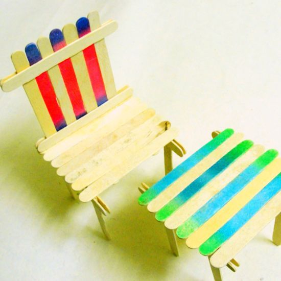 How to make a popsicle sticks table and chair set via @Guidecentral - Visit www.guidecentr.al for more #DIY #tutorials