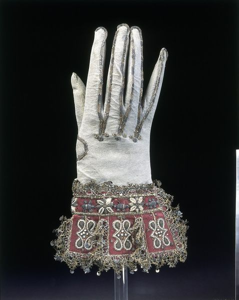 1600-1625, England - Pair of gloves - Kid leather and satin, embroidered with silk, silver-gilt threads and seed pearls, with silver-gilt bobbin lace and spangles (sequins)