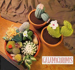 Hay dos páginas de patrones de cactus con patrones gratis a elegir para hacer un centro o para decorar un tiesto. Los cactus de ganchillo están de pura tendencia. ¡Haz el tuyo!