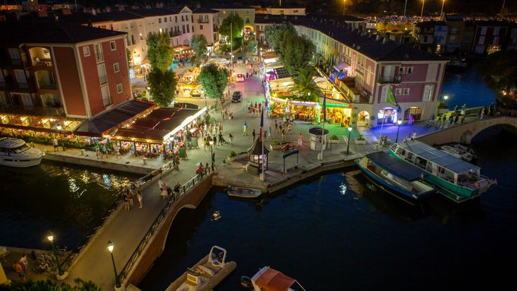Port Grimaud by night ! <3