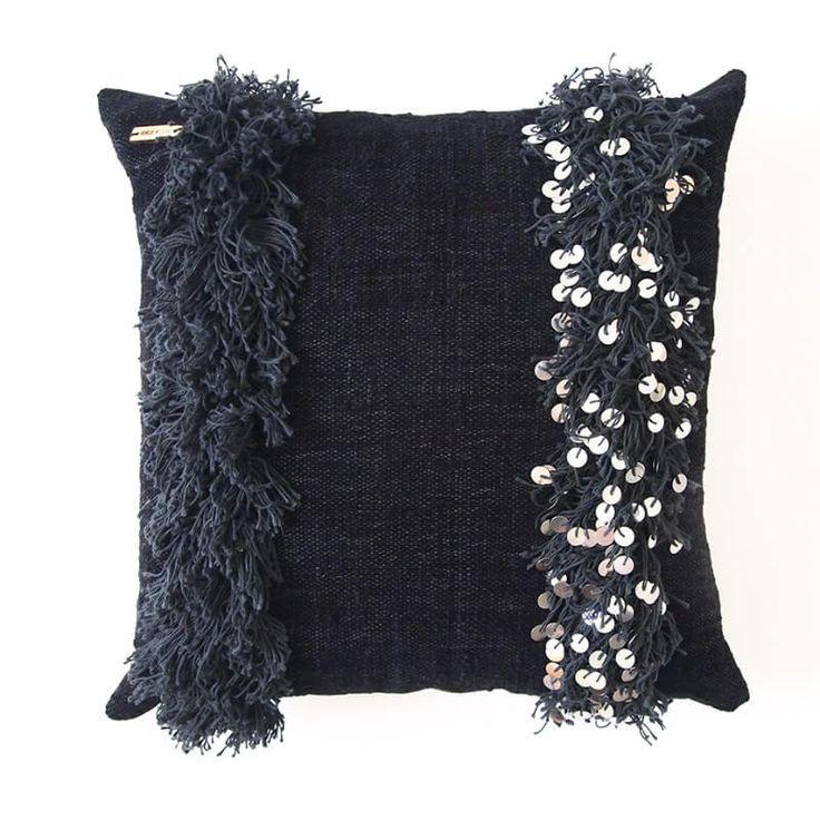 Handira Noir 50x50 -tyynynpäällinen Moroccan wedding blanket pillowcase.