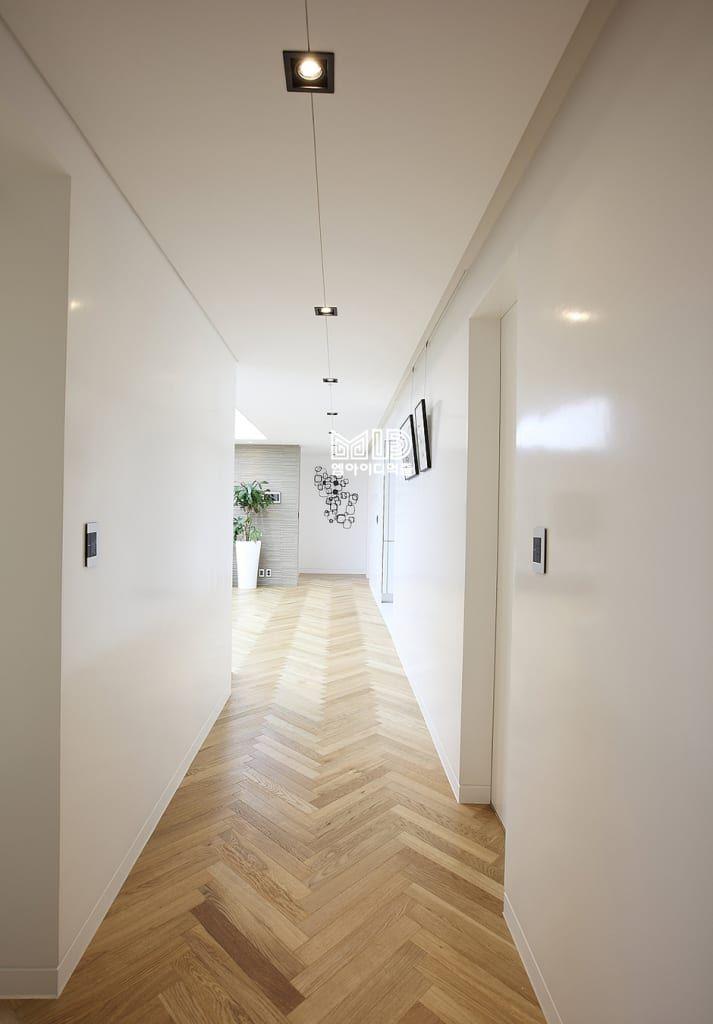 현관 & 계단 & 복도 디자인 검색: 경기도 과천시 원문동 삼성래미안 슈르아파트 50평형 당신의 집에 가장 적합한 스타일을 찾아 보세요