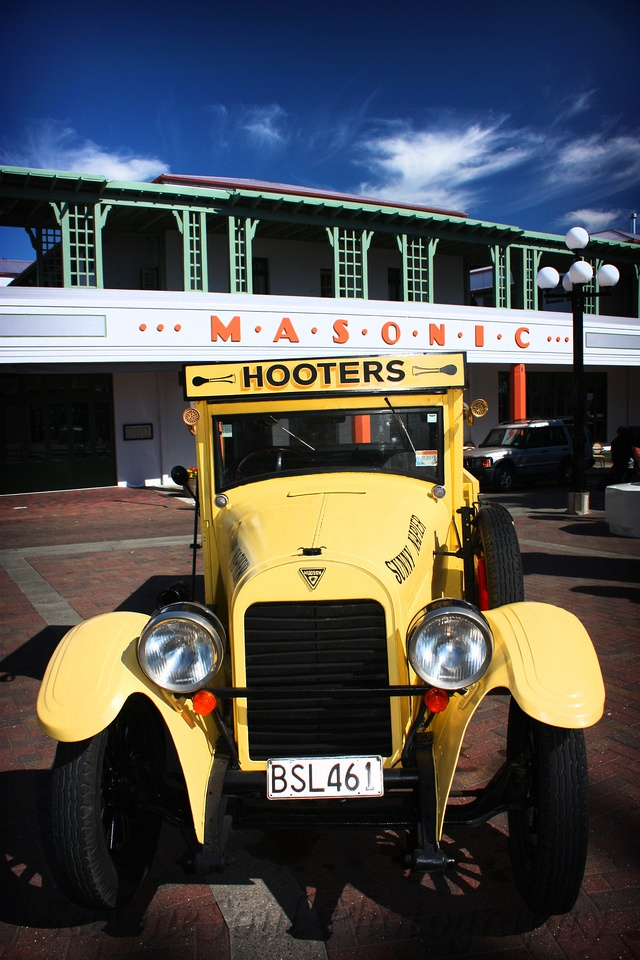 I had the absolute pleasure of spending some time with Ana and her dad David from Hooters Vintage & Classic Vehicle Hire in Napier the other day. Well, actually to be quite truthful, I spent comparatively little time with them but focused on the awesome collection of vehicles for hours and hours!! I admired some of the vehicles as they were displayed on Marine Parade, chatting to the folk from Hooters ... then went on a little Art Deco Tour of Napier (it is the Art Deco Capital of the World)