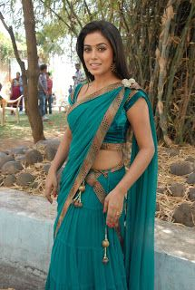 Poorna (Shamna Kasim ) Hot In Saree Latest Pics |Bollywood Films and South Indian Movie Stills Actress Hot Photos