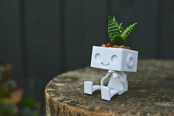 Love this ADORABLE 3dprinted Robot Succulent Planter!