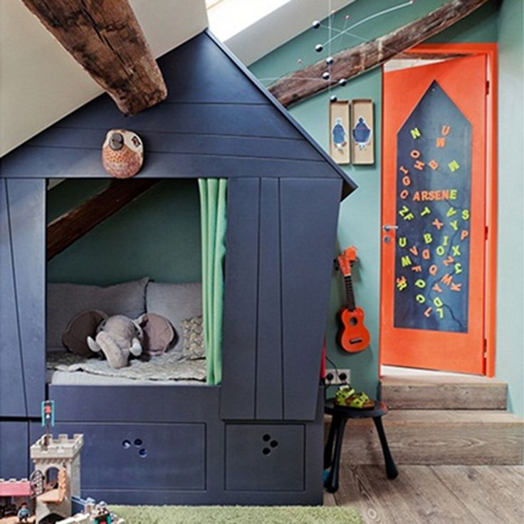 Une cabane-lit pour la chambre d'enfant