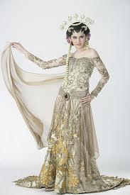 The drama on the Kebaya dress. I want it!!!