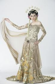 The drama on the Kebaya dress. I want it!!!
