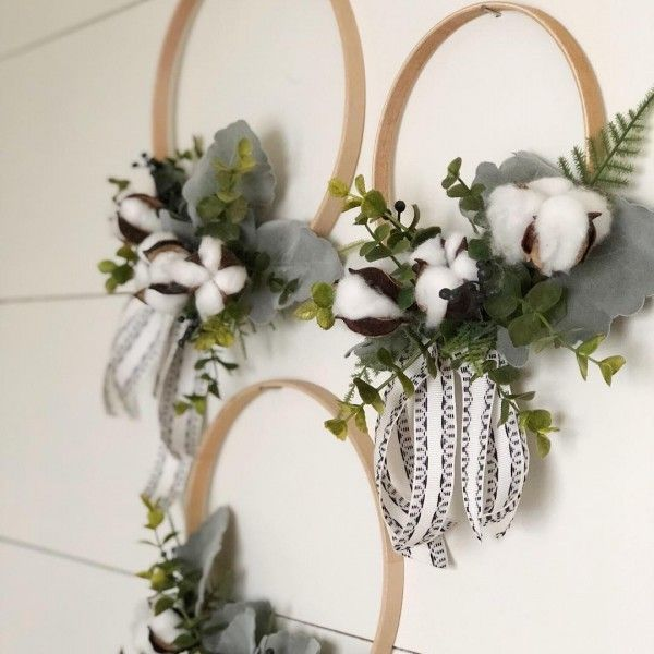 You have to see this #DIY spring wreath idea with wooden rings #HomeDecorIdeas @istandarddesign