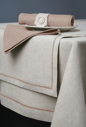 """Lo stile classico è sempre di moda! Raffinato completo di biancheria da tovaglia """"Stripe"""" per amanti dell'eleganza e del minimalismo."""