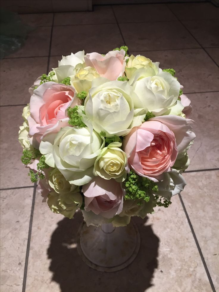 優しい色の丸咲バラを揃えて。ラウンドブーケ。#ウェディング#ブーケ