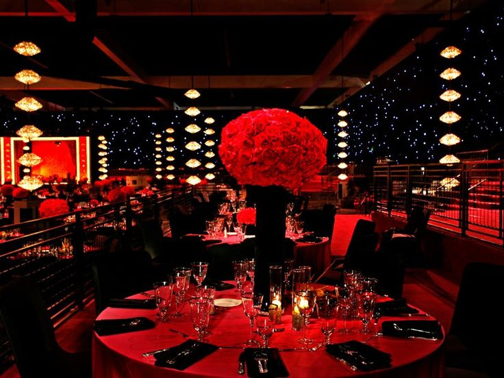 Silver Table Cloth With Red Spotlight Can It Be Done With