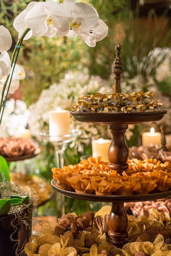 Mesa de doces - decoração casamento rústico-chic - peças de madeira ( Decoração: TÜZ Decoração )