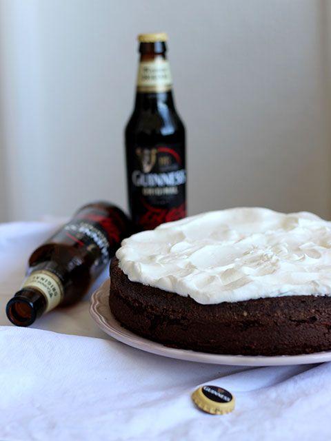 Guinnes Cake: torta alla birra e cioccolato. La ricetta sul Blog ! http://fabbricadellebriciole.it/recipe/guinness-cake-torta-alla-birra/