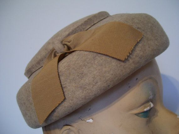 Chic 50s 1950s Beige Wool Felt Tambourine Hat by dixiefried, $25.00