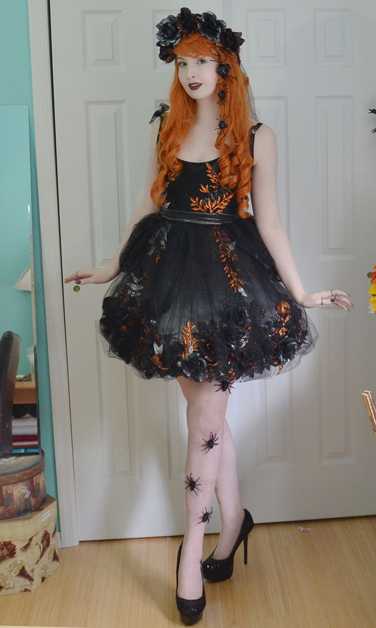 Some finished photos of my glittery gothic dress! I'm quite pleased with how it came out. I hope I manage to get decent photos before the season passes. It's made from cotton broadcloth, tulle, spirit...