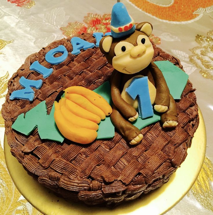 1st Birthday Cake with Fondant Monkey and Buttercream Icing #fondantmonkey #fondantbanana #steamedchocolatecake #monkeybirthdaycake #buttercreamicing #basketweaveicing #1stbirthdaycake