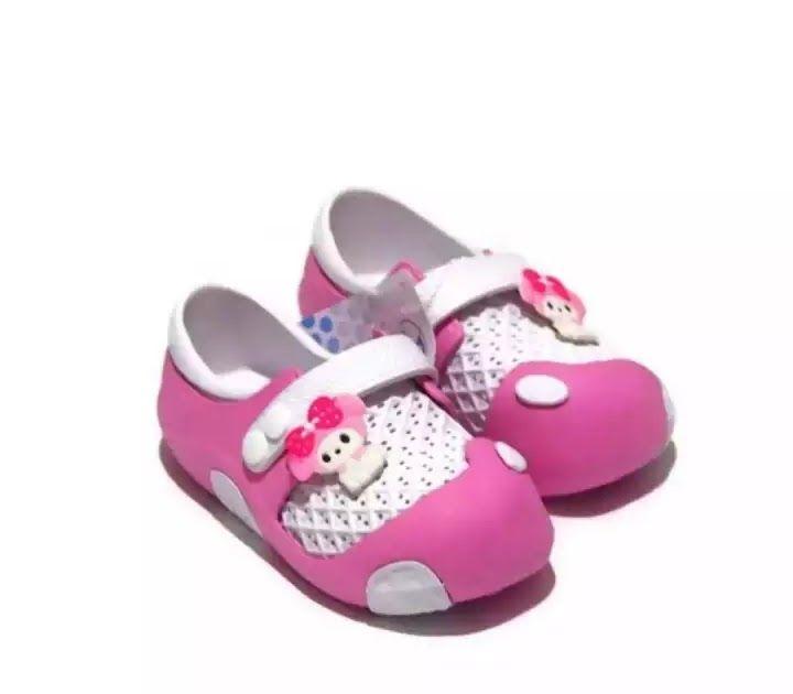 26 Gambar Kartun Sepatu Dan Sandal Di 2020 Sepatu Bayi Sepatu